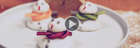 Garde d'enfant après l'école gâteaux bonhomme de neige